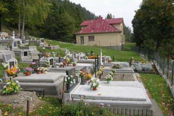 Susedia. Novoveská škôlka je raritou, susedí s cintorínom.