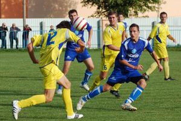 Futbalisti Smižian zdolali rezervu Lokomotívu v pomere 3:0 a s doterajšími dvoma víťazstvami sú až na desiatej priečke.