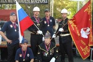 Matejovskí hasiči. V Maďarsku vybojovali dve prvenstvá, aj cenu za dobovú uniformu.