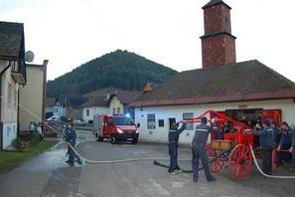 Hasičské auto. Je prvé v obci, bude slúžiť nielen v Matejovciach, ale aj okolitých obciach.