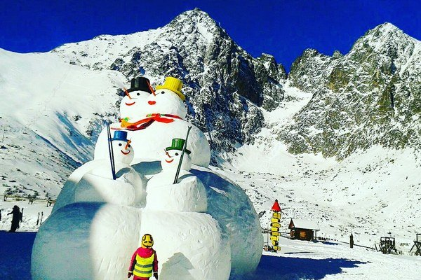 Mega snehuliaci vážia ako tridsaťtri automobilov.