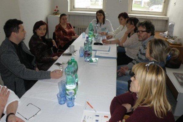 So zdravotnými sestrami sa stretla primátorka Prievidze  Katarína Macháčková (druhá zľava).