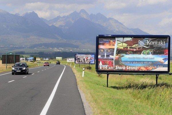 Cesta smerujúca do Tatier. Je známa ako tatranské bilbordovo.
