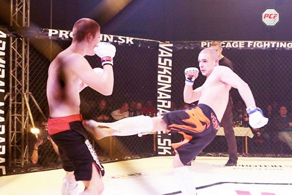Slovensko-poľský súboj. Podujatie Pit Cage Fighting v Poprade bolo tentoraz s medzinárodnou účasťou.