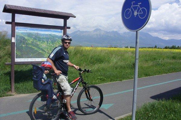 Cyklisti pod Tatrami. Uvítali by viac trás.