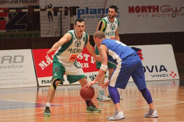 Marko Batina v súboji o loptu.