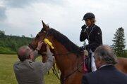 Oceňovanie. Kone i jazdci predviedli svoje umenie.