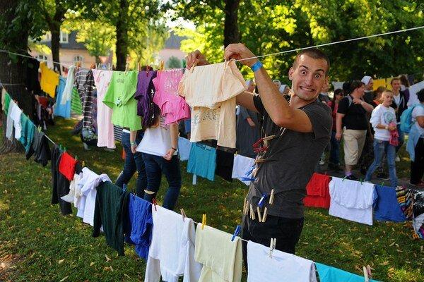 Mladí zbierali aj šaty pre sociálne odkázaných.