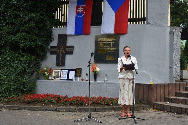 Na snímke Elena Bačkorová zo Združenia bývalých československých politických väzňov počas príhovoru.
