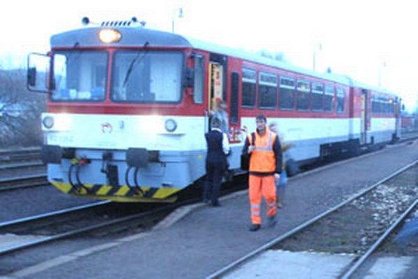 Vlakové spoje využívajú aj žiaci Spojenej školy Nováky.