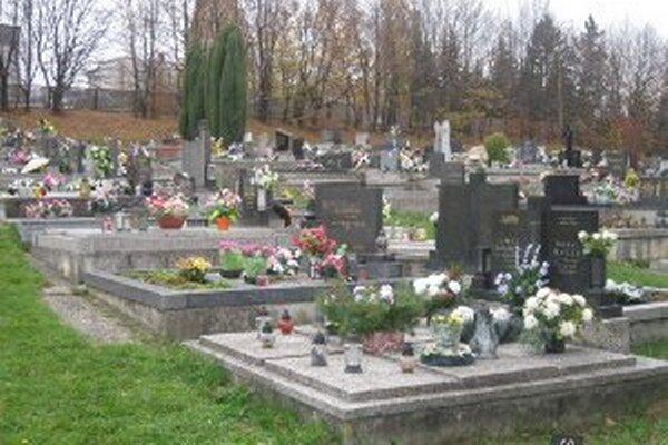 Nový správca cintorínov chce venovať viac pozornosti ich úprave.