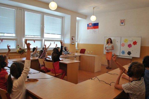 Pozornosť venujú interiéru. V škole sú nové triedy, skrine, záchody aj kuchyňa.