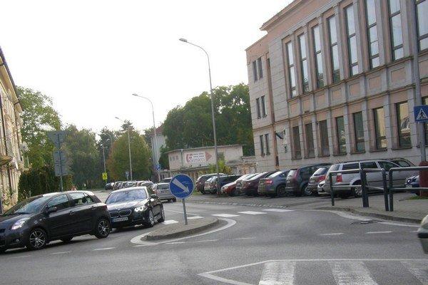 Poslanci schválili aj spoplatnenie Ulice richtára Peregrína.
