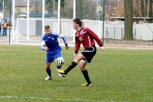 Jozef Tropp (vľavo) je defenzívnou oporou FK Poprad.