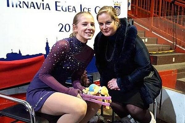 Lucia Štefanková z HK Kraso s trénerkou Monikou Kuštárovou.