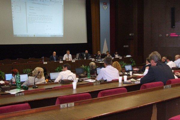 Mestské zastupiteľstvo zasadá v Nitre už od rána, keď sú ľudia v práci.