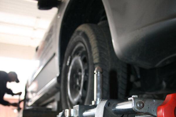 Ak si vaše auto vyhliadnu zlodeji katalyzátorov, čaká vás návšteva servisu.