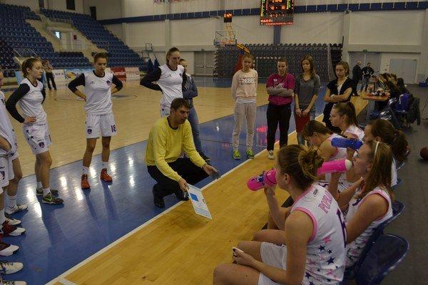 Tréner Popradu Igor Skočovski očakáva náročnú nadstavbu.