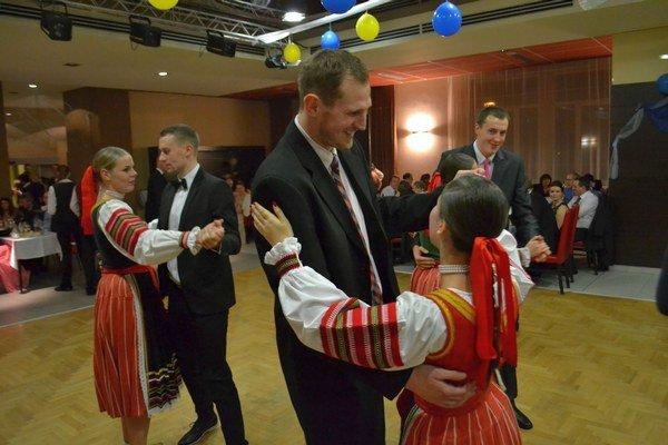 Basketbaloví tanečníci. Zľava: Dratva, Vojtek, Bachan.