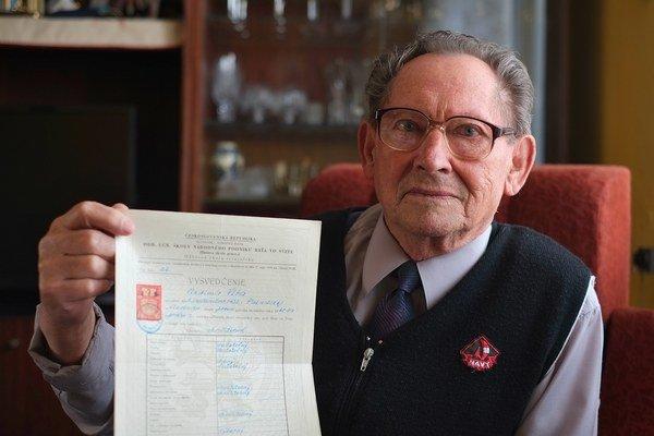 Vladimír Vlha, 82-ročný absolvent Baťovej školy práce zo Svitu.