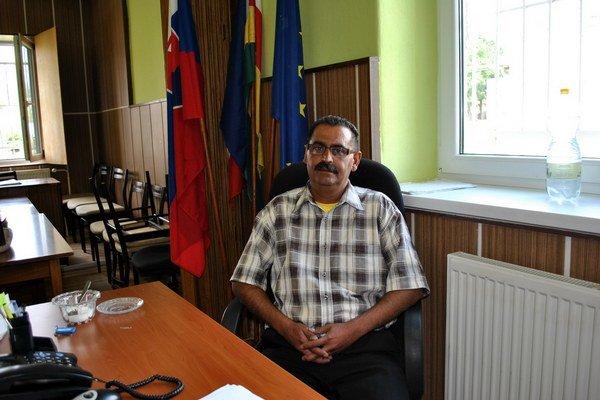 Bývalý starosta G. Bačo. Spolu s poslancom podpísali nepravdivé potvrdenie. Na podvod prišli úradníci na úrade práce.
