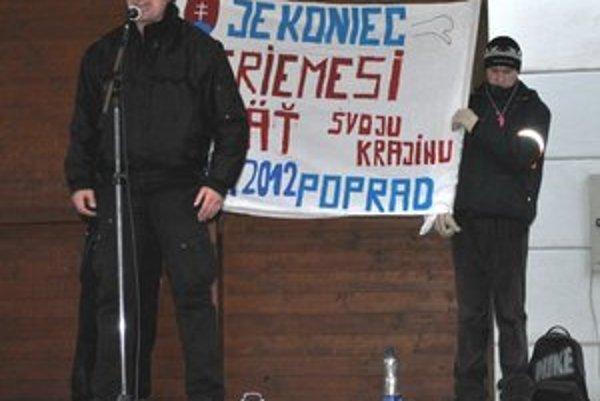 Peter Miler. Nebál sa na pódiu povedať, čo si o súčasnej situácii na Slovensku myslí.
