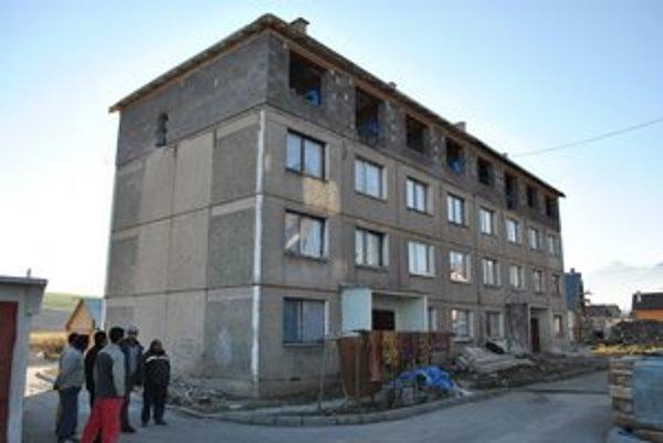 Obecné bytovky v osade. Pribudnú v nich nové byty.N