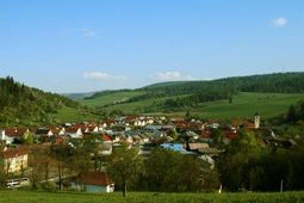Prvá písomná zmienka o obci pochádza z roku 1313.