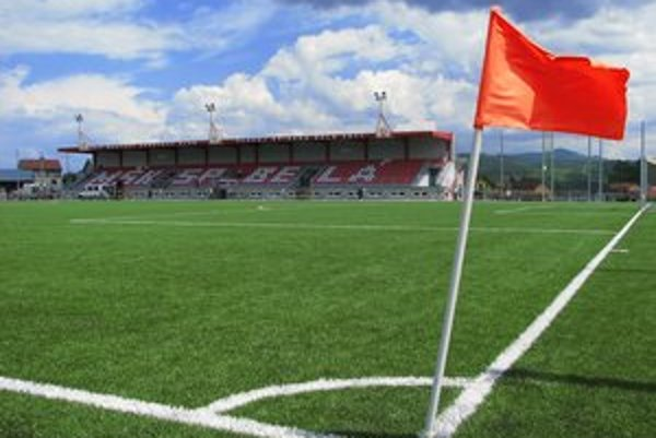 Futbalisti FK Poprad odohrajú minimálne jarnú časť ligy na umelej ploche v Spišskej Belej.