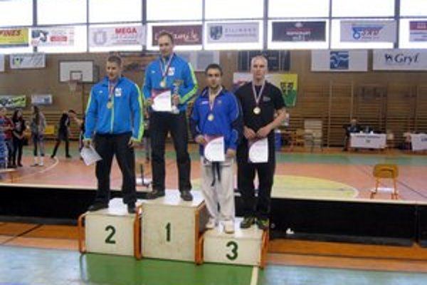 Slavomír Gonda vybojoval bronz (druhý sprava).