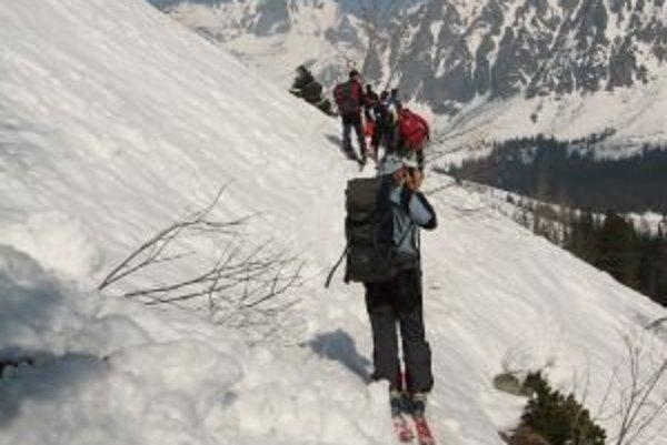Skialpinisti si musia dať dlhú prestávku.