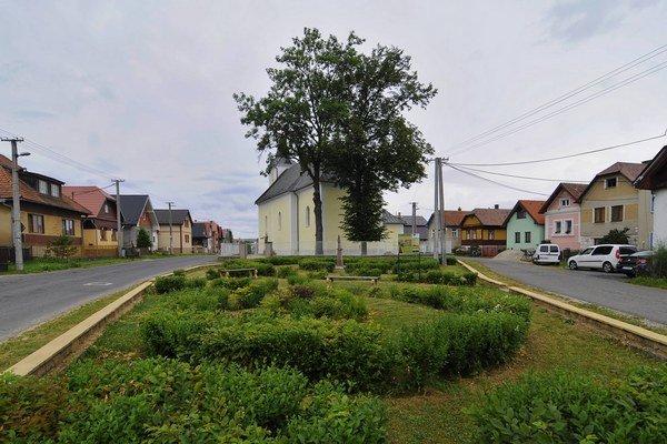 Pohľad na Park dvoch morí vo Vyšnej Šuňave s Kostolom svätého Mikuláša v Šuňave.