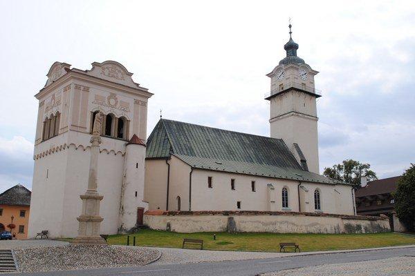 Kostol sv. Juraja. Klenot námestia v Spišskej Sobote.