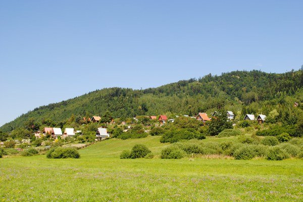 Oblasť Dubina. Záhradkárska osada je rajom neďaleko mesta Poprad.