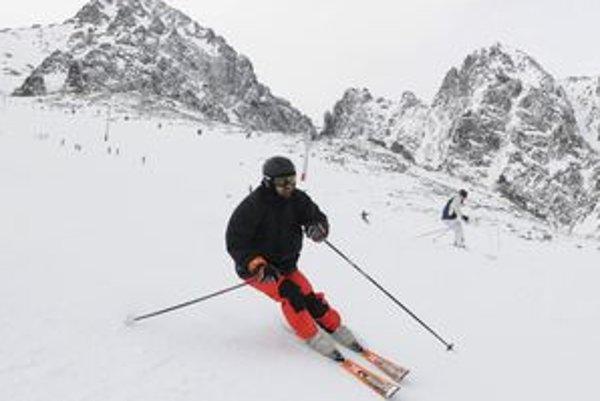 Prvá lyžovačka v Lomnickom sedle v tomto roku.