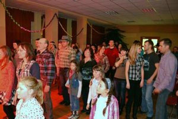 Parket bol plný. Zúčastnení mali možnosť naučiť sa tancovať country aj na letný hit od O-zone.