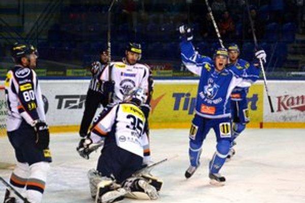 Išli do vedenia. Strömberg sa teší z gólu Suchého.