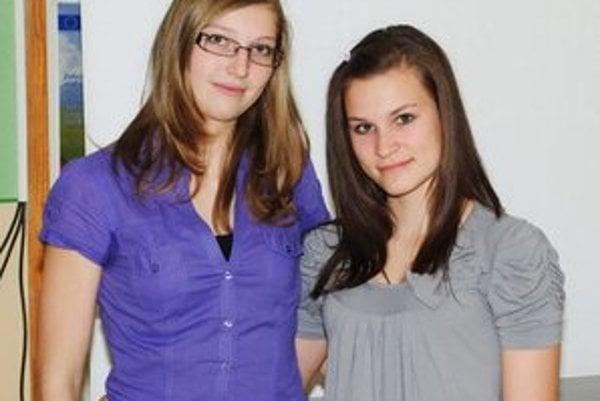 Úspešné Sviťanky Lenka Poništová (zľava) a Stanka Lajčáková.