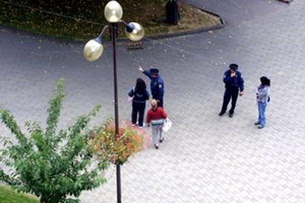 Mestskí policajti. Vykonávajú denne hliadkovú činnosť.