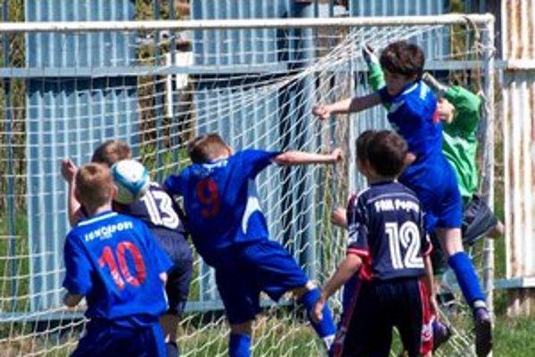 Nesmierna bojovnosť. Momentka zo zápasu U11 FAM Poprad - Junošport.