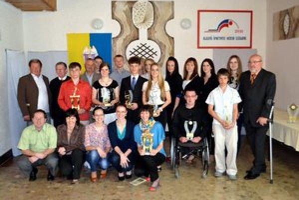 Defilé najlepších. Najúspešnejší športovci okresu Kežmarok za rok 2011.