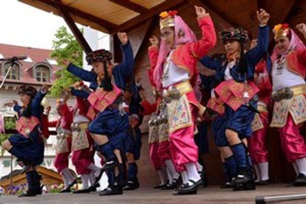 Súbor z Turecka. Deti nadchli svojím tancom.