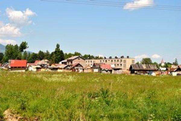 Batizovská osada. Žije v nej šesťsto ľudí v sedemdesiatich chatrčiach.