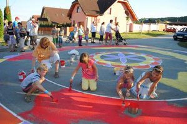 Deti v Spišskom Hrhove vytvorili doposiaľ najväčšiu mandalu na Slovensku.