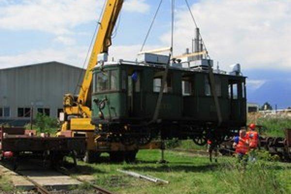 Prevoz historického stroja.