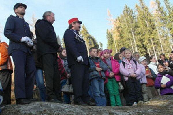 Deti sa v Tatrách stretli pri kamenných srdciach.