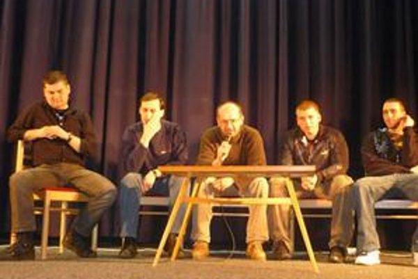 Beseda. O drogách študentom v Kežmarku rozprávali tí, ktorí s nimi prežili naozajstné trápenia.