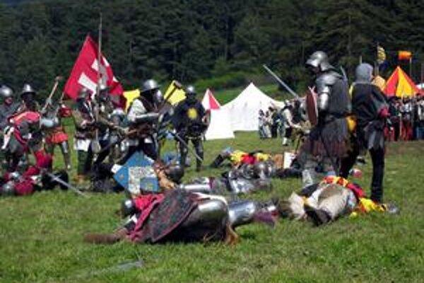 Niekoľko padlých. Boje zblízka boli naozaj drsné. Po neľútostnej bitke ostalo niekoľko vojakov na zemi.