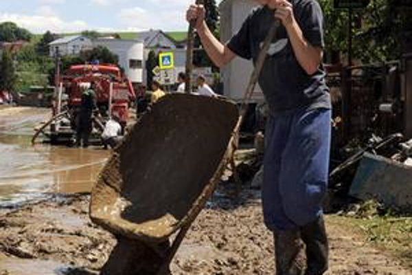 Obyvatelia Kežmarku majú v týchto dňoch plné ruky práce s odstraňovaním následkov povodní.