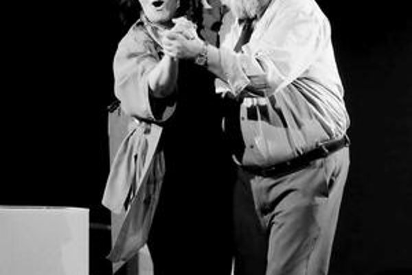 Veronika Žoldáková a Vlado Benko. V Tlmačoch slávili veľký divadelný úspech. Priniesli si dve ceny za najlepší herecký výkon.